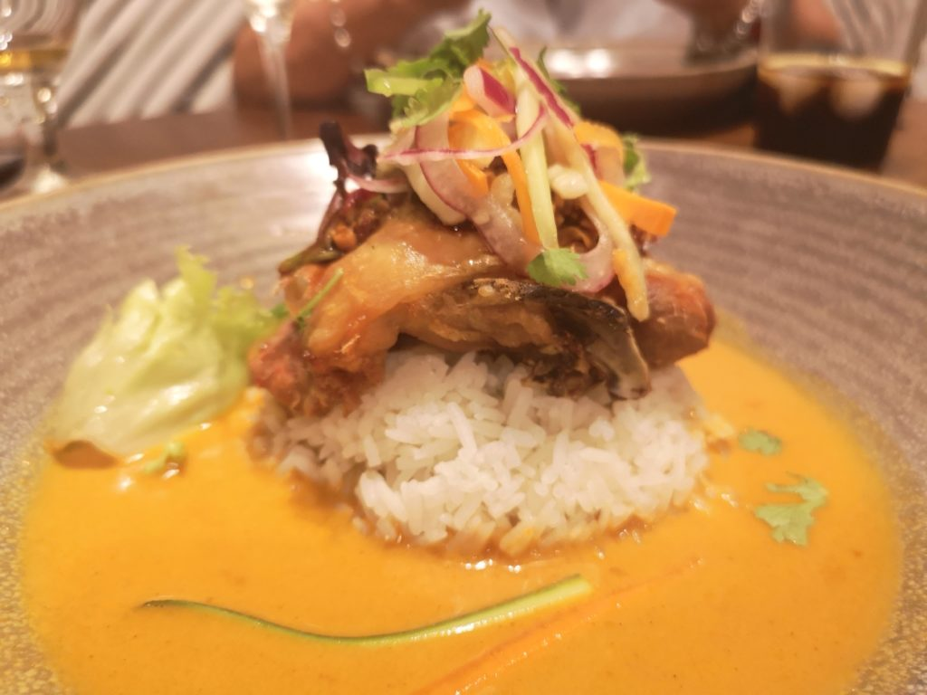 Pollo indonesia Nómada