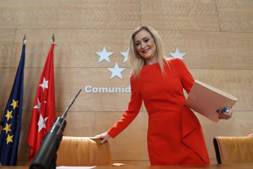GRAF5591. MADRID (ESPAÑA), 17/04/2018.- La presidenta de la Comunidad de Madrid Cristina Cifuentes, a su llegada a la rueda de prensa tras la reunión del Consejo de Gobierno, esta mañana en la Puerta del Sol.- EFE/Ballesteros